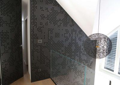 Hiša s perforiranimi paneli - hodnik
