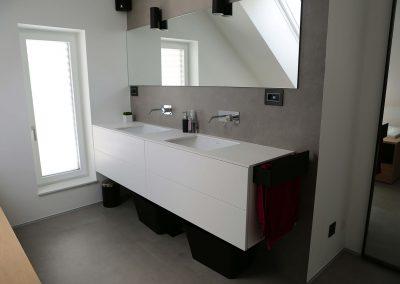 Hiša s perforiranimi paneli - kopalnica