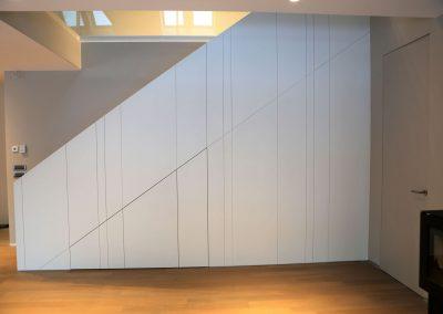 Hiša s skandinavskim pridihom - stranska prespektiva stopnišča