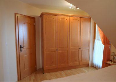 Hiša v klasičnem slogu - spalnica