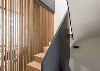 Sodoben dom s toplino hrasta - stopnišče