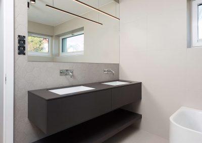 Sodoben dom s toplino hrasta - kopalnica