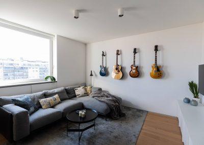 Stanovanje ljubitelja kitar - dnevna soba