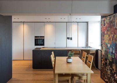 Stanovanje ljubitelja kitar - jedilnica in kuhinja