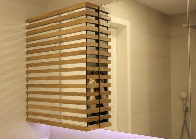 Kopalnica s toplino lesa - stenska omarica