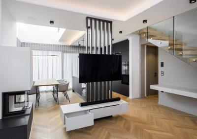 Igra svetlobe: TV omarica